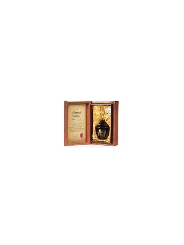 BRANDY CARDENAL MENDOZA DE LUJO - El brandy esta considerado de Gran Reserva, la máxima categoría delntro del Consejo Regulador del Brandy de Jerez. Una esmerado selección de las mejores