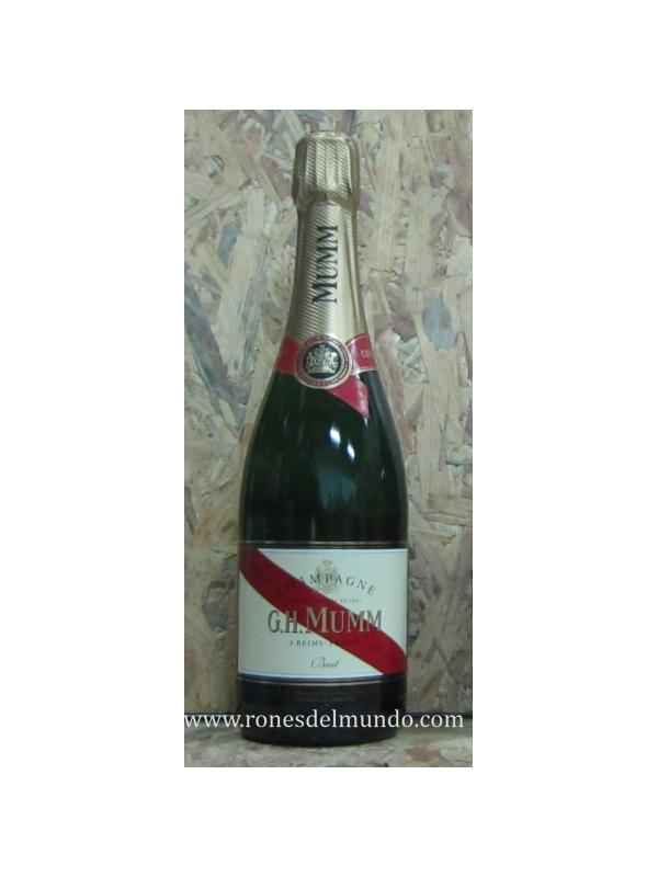 CHAMPAGNE GH MUMM BRUT - Símbolo de la excelencia de la Casa G.H. MUMM, la cuvée Mumm Cordon Rouge sorprende por su frescor, su intensidad y su constancia gustativa irreprochable. Champagne emblemático de la riqueza y del refinamiento del viñedo de G.H. MUMM, se adorna desde 1876 con el famoso lazo rojo, que se ha convertido en el sello distintivo de la excelencia que encarna el espíritu de la casa.  G.H. Mumm Cordon Rouge, expresión tangible del lema «Sólo lo mejor» de Georges Hermann de Mumm, del saber hacer y de la pasión de la Casa G.H. MUMM, es hoy en día uno de los símbolos del champagne.