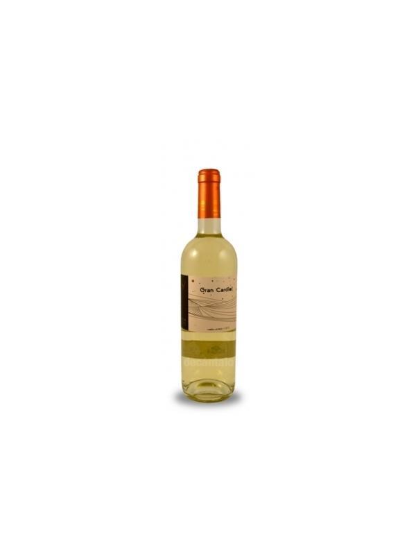 VINO GRAN CARDIEL VERDEJO 2011 ( RUEDA ) - Joven vino blanco de Rueda elaborado con verdejo de viñas de más de 25 años plantadas en la finca Pago del Regalado, caracterizada por su altitud (808 m).  Tras una maceración pelicular en carbónico de la uva despalillada durante 12 horas, se realiza un ligero prensado y el mosto resultante realiza una fermentación en frío. Crianza durante tres meses sobre sus lías.   Cata a la vista   Amarillo pajizo con ribetes verdosos. Limpio y brillante.   Cata en nariz   Intensos aromas varietales. Mucha fruta de hueso (algo madura) y exótica acompañada de notas anisadas y hierba verde.   Cata en boca   Buena entrada, paso untuoso. Notas de fruta muy expresivas junto a una marcada acidez que le aporta frescura. Final persistente con postgusto herbáceo.