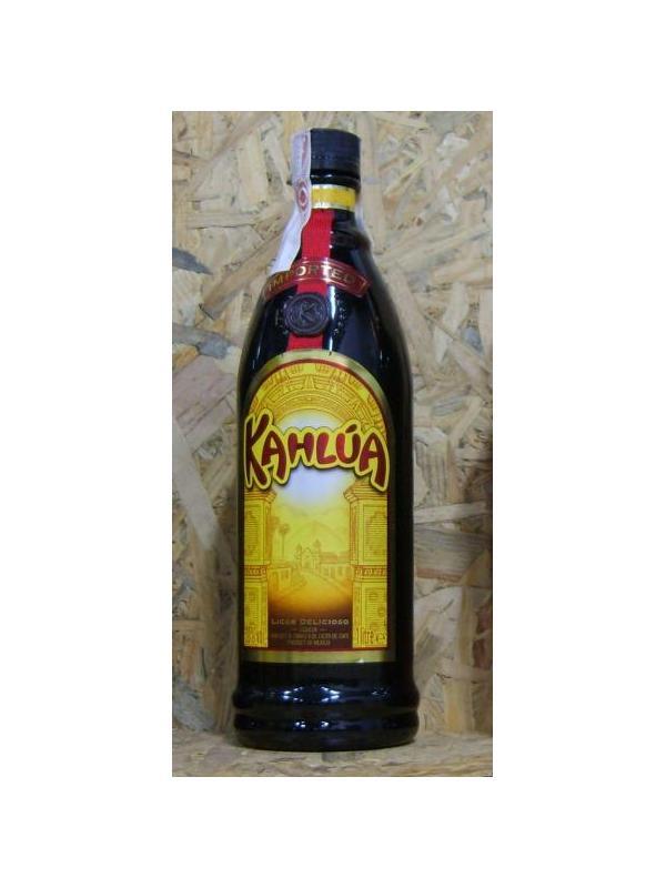 LICOR KAHLUA ( LICOR CAFE ) 1 LITRO - Originada en lo mas profundo de Yucatán, en los misteriosos dominios mayas. Lahistoria de kalhua se desenvuelven al tiempo que maduran los granos de café en las altas montañas de veracruz. Con un sabor rico y distintivo, como la región, el licor oscuro kalhua mece notas de ron, vainilla y caramelo, envueltas en el sabor del café tostado y sembrado a mano.