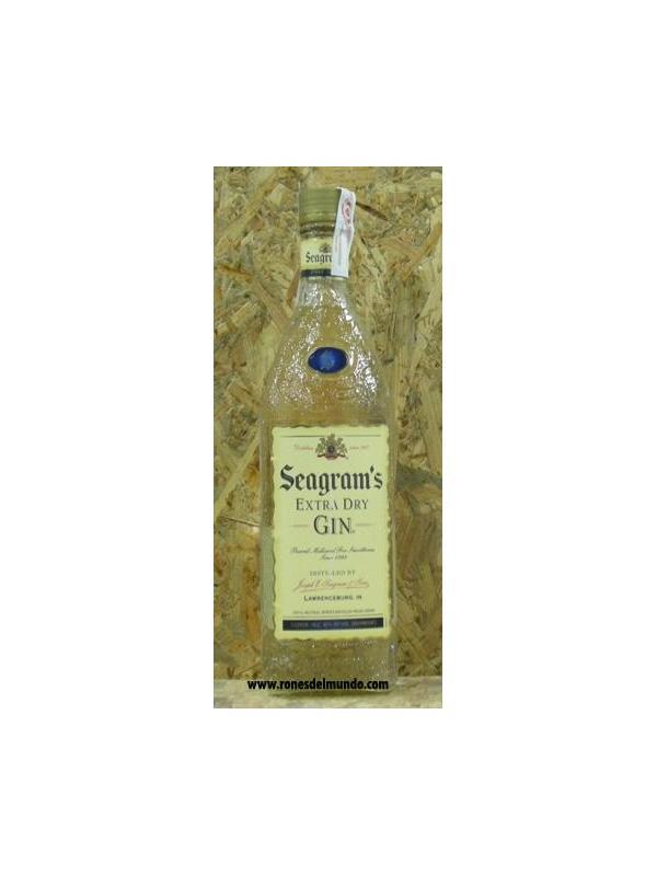 GINEBRA SEAGRAMS GIN 70 CL - La ginebra Seagrams empezó a destilarse en 1857 y entró en el mercado estadounidense 1939, después de la prohibición. Se puede decir que sigue manteniendo sus cualidades originales tanto en lo referente a la ginebra como a su botella.