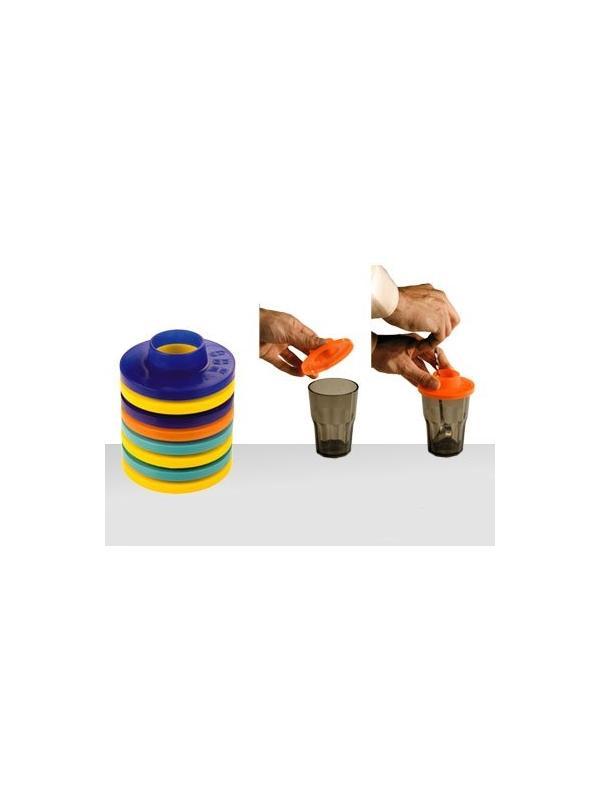 TAPADERA PARA REMOVER COCTELES - Esta tapadera nos sirve junto a la cucharilla de bar par ponerselo a los vasos y remover el coctel, de esta manera evitaremos el derramar el liquido del coctel.