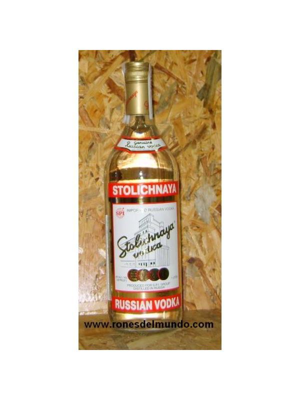 VODKA STOLICHNAYA - Stolichnaya  es un vodka ruso producido a partir de trigo en la destilería mas antigua de Rusia usando lo que la compañía llama