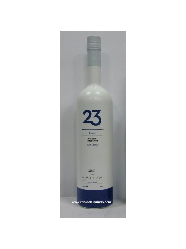 VODKA BAHIA 23 CANTABRICO - VODKA BAHIA 23 CANTABRICO Es un vodka premium destilado 5 veces, con filtración carbónica y unas gotas del mar cantábrico, que le aportan pureza y suavidad.