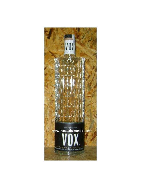 VODKA VOX - El vodka Vox es de origen Holandes. En la busqueda del vodka perfecto ahora ya esta aqui, es el vodka Vox, destilado cinco veces de grano de trigo 100 % para el mejor gusto de vodka, fresco, Vox es la belleza verdadera en forma de vodka, de sabor ultra fino que le hace unico.