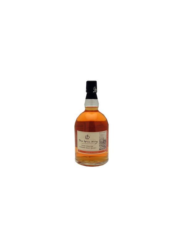 WHISKY WEMYSS BLEND - SPICE KING - Es un blend de whiskies de malta, con énfasis en maltas de 5 años de la región de Islay.  Fuera del tonel, presenta una tonalidad amarillo pajiza pálido que se asemeja al color del sherry amontillado añejo.  En nariz, se percibe un toque de especias, tal como su nombre sugiere, con un ligerísimo recuerdo de jabón fénico. Predominan sabores frescos con reminiscencias de musgo mojado, con notas encubiertas de tierra recién cavada. Al ser tragado, este whisky desarrolla un carácter suavemente especiado muy agradable, que permanece por largo tiempo.